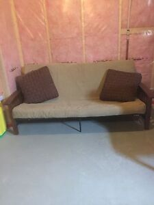 Futon Great shape with 2 floor pillows