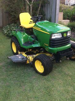 JOHN DEERE. X595 4x4 Ride on tractor