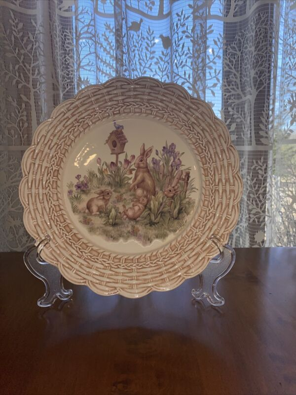 Cracker Barrel Easter Treasures Bunny Rabbit Plate with Bird House ~ MINT