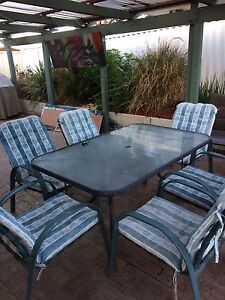 Outdoor table and chairs High Wycombe Kalamunda Area Preview