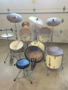 Nice set of Pearl drums  with cymbals