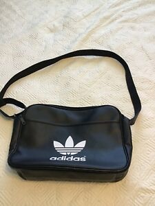 Adidas Bag   Buy or Sell Women s Bags   Wallets in Ontario   Kijiji ... 46746ab6de