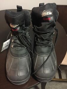 Men's Size 9 winter boots new