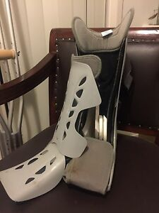 Cam boot / moon boot (size = medium) Harrison Gungahlin Area Preview