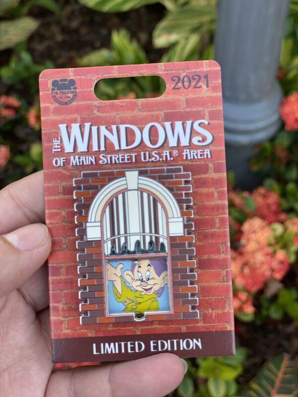 Disneyland Parks Windows of Main street U.S.A Area Pin - Dopey LE NEW