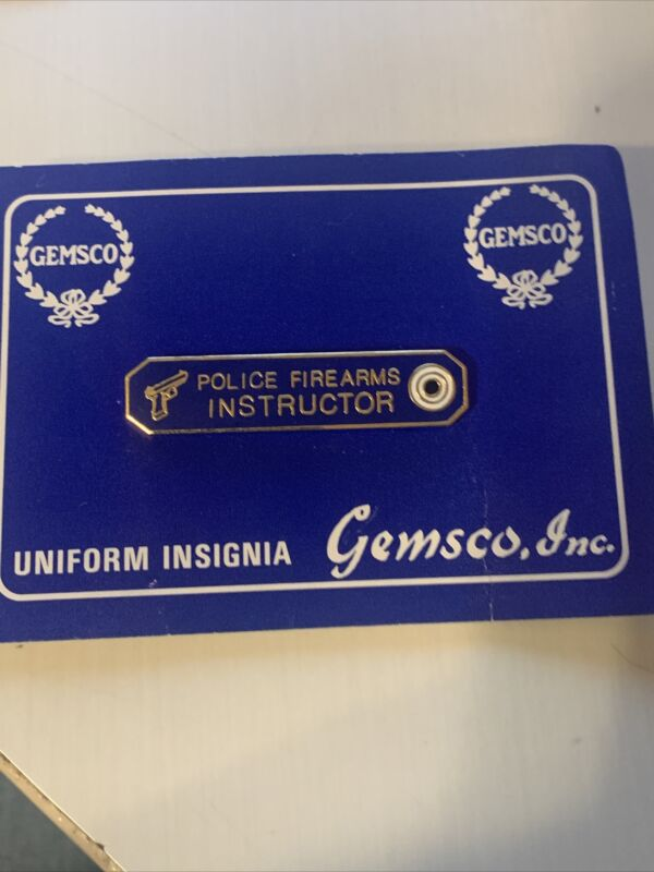 POLICE FIREARMS INSTRUCTOR COMMENDATION AWARD METAL PIN BLUE & GOLD