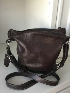 "ROOTS ""BUCKET"" Pebble leather Crossbody Brown PURSE"