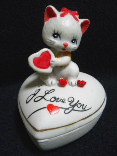 Vintage Adorable CAT Kitten Porcelain Trinket Jewelry Ring Box / LOVE / Taiwan