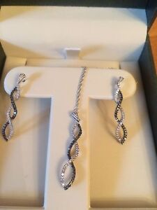 Earring rings and necklace