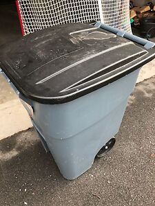 Rubbermaid Brute Rollout 190 L (50 gal) capacity Garbage Tote