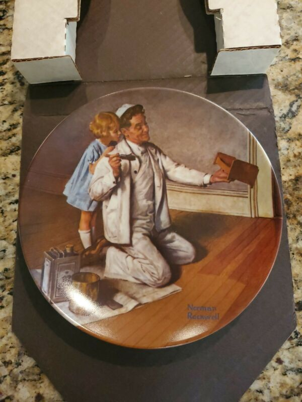 """Norman Rockwell """"The Painter"""" Edwin Knowles With Certificate & Box 1983"""