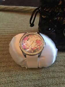 BRAND NEW LADIES GUESS WATCH!