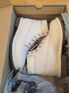 Timberland boots off white size 4 junior