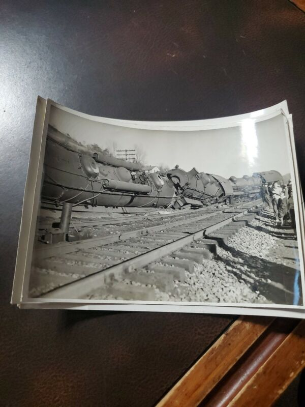 (5) Vintage 1940-50s Train Accident Wrecked Photo Set  F.C.LA GUAIRA