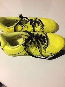 Adidas Size 3 indoor soccer shoes