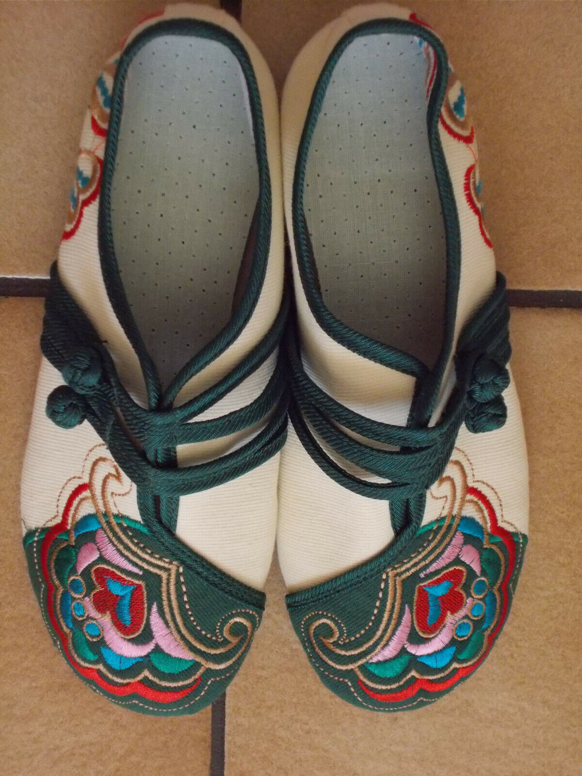 NEUE Damen Schuhe 36 / 36,5 schmal Sommer Folklore Hippie beige bunt bestickt