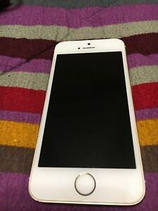 Mint condition iPhone 5s gold 16gb locked to fido