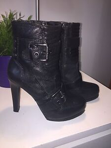 New black leather comfortable boots