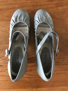 Women's Vintage inspired faux leather Mary Jane pumps size 8.5