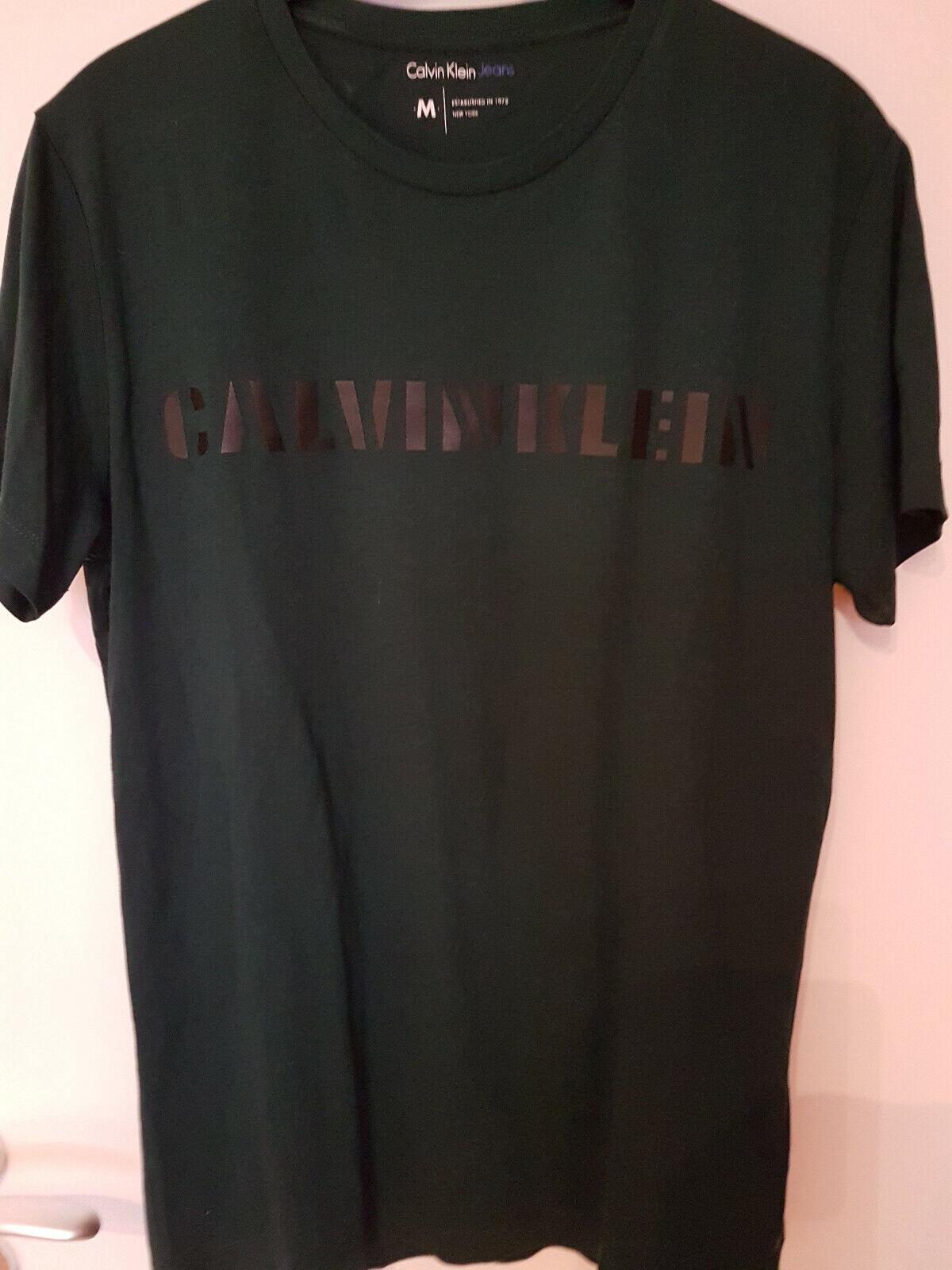 Calvin Klein T-Shirt Herren Gr. M, grün mit schwarzem Aufdruck, sehr gut