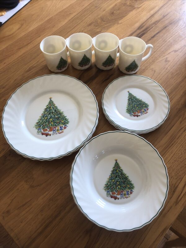 House of Salem Porcelle Noel Set of 16 Pieces Christmas Tree Plates, Bowls, Cups