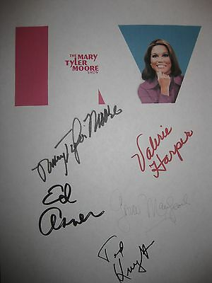 The Mary Tyler Moore Show Signed Script Ed Asner Ted Knight Valerie Harper repnt