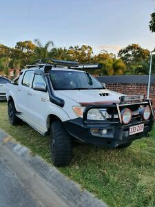 2006 toyota hilux SR5 very clean with lots of extras!!!