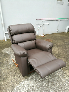 Ex display lazboy rocker  recliner Mentone Kingston Area Preview