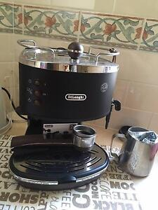 Hardly used Delonghi coffee machine Canada Bay Canada Bay Area Preview