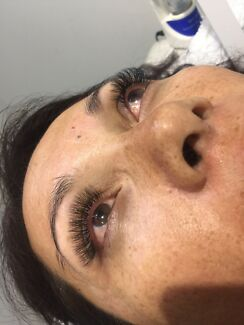 CLASSIC & VOLUME EYELASH EXTENSIONS