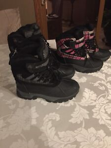 Girls boots sizes 2to5 Boys 2to4 left