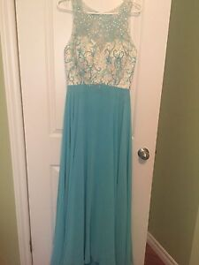 Many BEAUTIFUL PROM DRESSES-excellent condition