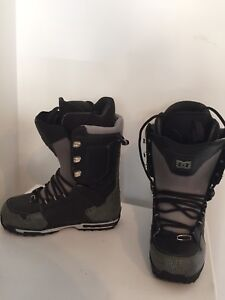 Mens size 9.5 snowboard boots