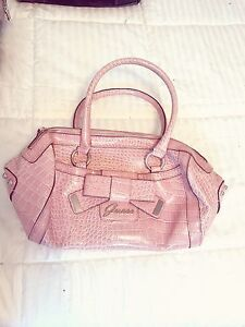 Superbe sac Guess & portefeuille COMME NEUF