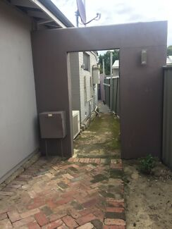 SUBI-DAGLISH: Cute granny flat - private entry & courtyard