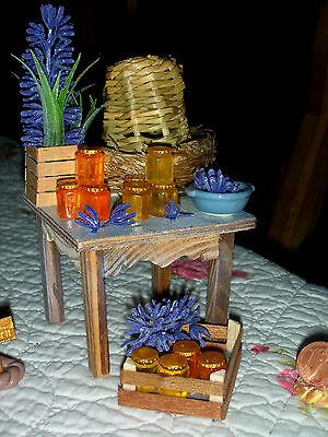 Bienenstock/ 12 Honiggläser/Lavendel/Tisch/Kiste/Puppenstube//Catrichen  1:10/12