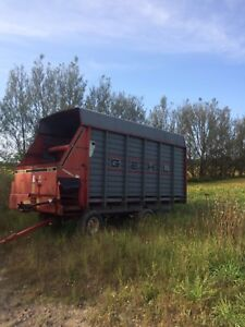 Gehl Forage Wagon with Roof