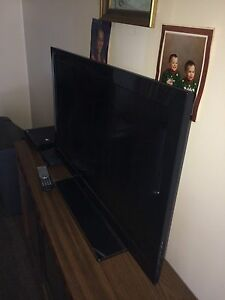 "32"" Flatscreen TV HD 2 weeks old Windsor Region Ontario image 1"