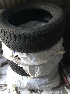 225/55 R17, 4 FIRESTONE WINTERFORCE tires..