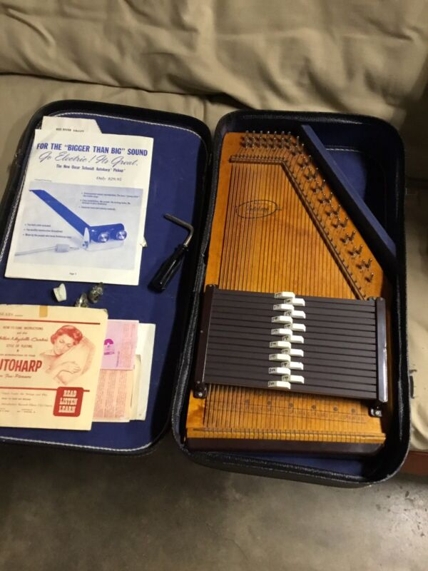 SILVERTONE  ARTCHARP BY Oscar Schmidt Autoharp In Case With Accessories This Ant
