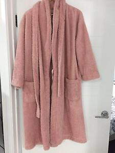 Susans Pink Fluffy Dressing Gown, Size M Coorparoo Brisbane South East Preview