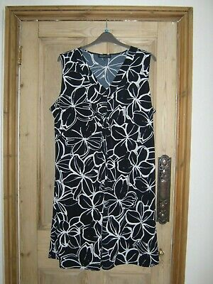 "Fabulous ""Jones New York Signature Woman"" navy and white dress - size 24"