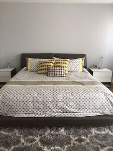 King size comforter with 2 pillow cases