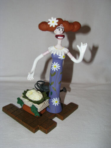 WALLACE & GROMIT CURSE OF THE WERE RABBIT Lady Tottington Veggies & Watering Can