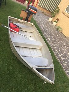 9ft tinnie with 5hp motor Penrith Penrith Area Preview