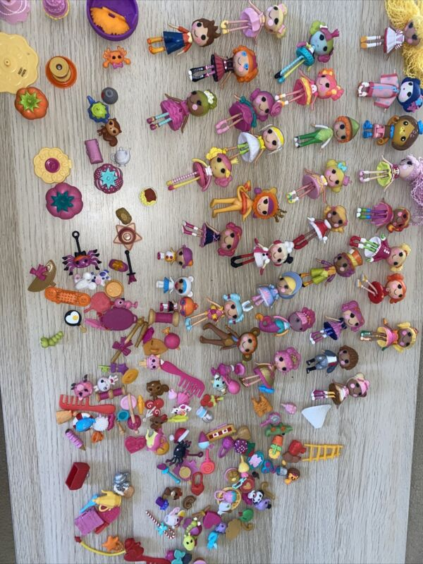 Lalaloopsy dolls And Accessories 32 Dolls Over 100 Accessories