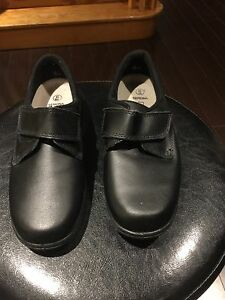 Tender Tootsies shoes - black