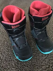 Snowboarding boots size 7
