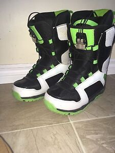 Youth snowboard w/ bindings and boots