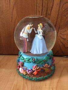 Disney Princess snow globe and music figurines